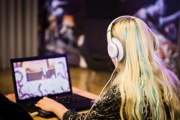 Spelstaden Skövde - Tjej vid dataspelsutvecklingsprogrammet Högskolan i Skövde